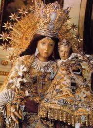 """""""La Jorobadita"""": Virgen de los Desamparados, patrona de Valencia, España."""