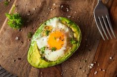 Get a flatter tummy in less than a month! These breakfast, lunch, and dinner recipes will help put you on the path toward a healthier you. Follow the 28-day challenge instructions to beat bloat, burn fat, and jump-start your weight loss.