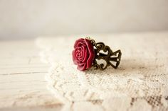 Vintage Ring Resin Rose Ring Victorian Style by BeautyfromashesUSA Vintage Rings, Vintage Jewelry, Flower Vintage, Bronze Ring, Resin Flowers, Red Earrings, Color Ring, I Love Jewelry, Victorian Fashion