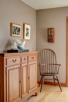 These dining room walls are painted in Benjamin Moore Weimaraner.