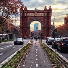 Passeig de Sant Joan & Arc de Triomf - Barcelona