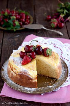 Torta al limoncello con ricotta A moist and flavourful Italian cake.