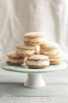 Lemon Cakelets With Vanilla Cream