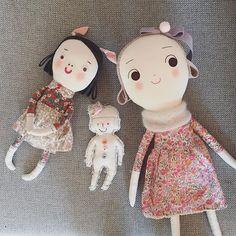 정말 제일 처음 만들었던 삐요의 복희1, 복희2와 지금의 순옥이. 짐 정리하다가 찾고 완전 반가움 :) The olden days of Sunok series. Good to see again after being so loved. :) #handmade #dollmaking #doll #uniquegift #조카사랑 #핸드메이드인형 #애착인형
