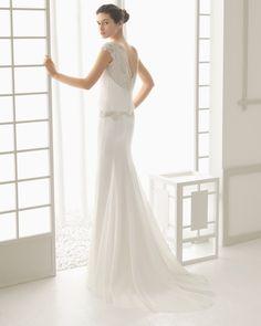 DISEÑO traje de novia en georgette con bordado de pedrería.