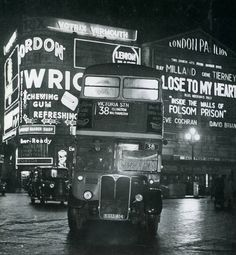 London Bus at Piccadilly Circus in 1952 Vintage London, Old London, London Bus, London Night, London City, Piccadilly Circus, Rt Bus, Routemaster, London History