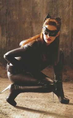 Anne Hathaway as Selena Kyle in The Dark Knight Rises She is never actually referred to as Catwoman at any point during the film. Catwoman Cosplay, Cosplay Gatúbela, Anne Hathaway Catwoman, The Dark Knight Trilogy, The Dark Knight Rises, Dark Knight Rises Catwoman, Anne Jacqueline Hathaway, Selena Kyle, Batgirl