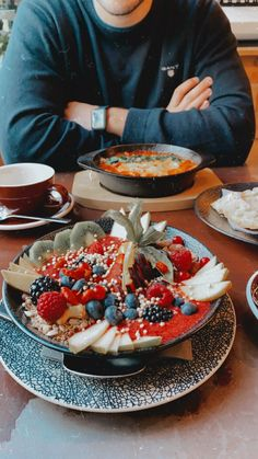 #smoothiebowl #brunch #weekend Smoothie Bowl, Brunch, Table Settings, Coffee, Food, Meal, Table Top Decorations, Essen, Place Settings