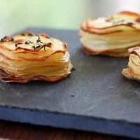 Roasted Potato Stacks - what an easy and delicious idea! I'm sure you could change it up with different herb combinations, but this looks fun and festive! Check out the other recipes on this website - they look YUMMY. Roasted Potato Recipes, Roasted Potatoes, Baked Potato, Think Food, I Love Food, Fingers Food, Yummy Food, Tasty, Appetizers For Party