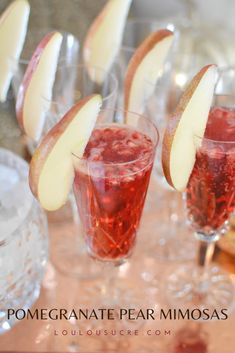 Pomegranate Pear Mimosas | loulousucre.com Sangria Recipes, Cocktail Recipes, Drink Recipes, Mimosas, Pear Liqueur, Pumpkin Drinks, Making Cold Brew Coffee
