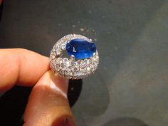 Bague platine diamants saphir birman envir 5 carats , signée MELLERIO époque 1950.