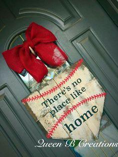 Home plate door hanger. Pallet Crafts, Pallet Art, Wood Crafts, Diy Crafts, Baseball Wreaths, Baseball Crafts, Sports Wreaths, Home Decor Baskets, Basket Decoration