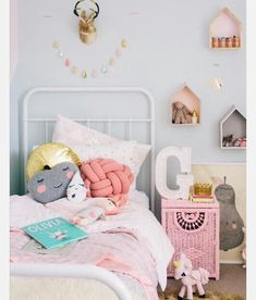 Love the pink pillow on the bed