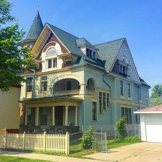 The Charles Stolper House (aka Winfrid T Finkley House) built in 1893 is just down the street from where #PlaceEconomics colleague @bgpaxton and I are staying in the #Harambee neighborhood of #Milwaukee!