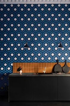 The Hicks Grand geometric wallpaper by Cole & Son from the Contemporary Restyled collection features an interesting large scale geometric design made up of blue and white hexagons. This simple but elegant hexagon design will look super stylish. Cole And Son Wallpaper, Green Wallpaper, Room Wallpaper, Geometric Wallpaper Design, Geometric Designs, Wallpaper Designs, Wallpaper Ideas, Cole Son, Hexagon Pattern
