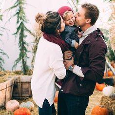 """Штампы в паспортах - это еще не семья. Семья - это когда любят, ценят, понимают, целуют, обнимают, воспитывают детей, уважают, оберегают! И в разговоре употребляют слова """"мы"""" и """"наше""""! ❤️☀️"""