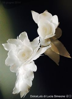 simply wafer paper flower - cake by Lucia Simeone Wafer Paper Flowers, Paper Flower Art, Wafer Paper Cake, How To Make Paper Flowers, Gum Paste Flowers, Clay Flowers, Sugar Flowers, Edible Flowers, Cake Templates