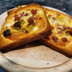 """Fauli grillt auf Instagram: """"Frühstück mal anders. Wem nur Toastbrot zu fad ist, kann ihn mal auf eine andere Art machen. Ich habe hier Salami, Käse und Pfefferoni…"""" Vegetable Pizza, Cheese, Vegetables, Instagram, Food, Sandwich Loaf, Crickets, Essen, Vegetable Recipes"""