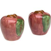 Shiny Red Apple Salt and Pepper Shakers. Pepper Spice, Kitchen Themes, Kitchen Ideas, Apple Decorations, Kitchen Tools And Gadgets, Salt And Pepper Set, Salt Pepper Shakers, Red Apple, Tablescapes
