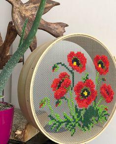 Hand Embroidery Stitches, Modern Embroidery, Embroidery Hoop Art, Modern Cross Stitch, Cross Stitch Charts, Cross Stitch Patterns, Felt Crafts, Fabric Crafts, Pixel Art