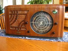 "KNIGHT A9871 OLD WOOD ANTIQUE 7 TUBE RADIO. 8"" MULTI COLORED DIAL WORKS!EYE! 