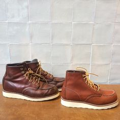 Always nice to see the difference between a worn in resoled pair of Red Wing Shoes and a new pair. The just get so much better when they get old! Beautiful! Are you ready for a resole?   www.redwingamsterdam.com  