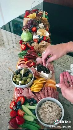 Snack Platter, Party Food Platters, Charcuterie Recipes, Charcuterie And Cheese Board, Appetizers For Party, Appetizer Recipes, Snack Recipes, Salmon Platter, Fourth Of July Food