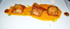 Nuestra interpretación de Brandada de bacalao con salmón sobre lecho de salsa de boniato con caramelo de marisco. Bella Cucina!!!!!!