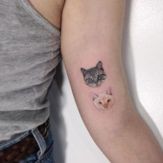 Cat tattoos are one of the favorite tattoos for many women. Because cats are cute and naughty, many people keep cats. If you also regard cats as your pets, you might as well tattoo your pet cat on some part of your body. Mini Tattoos, New Tattoos, Small Tattoos, Cool Tattoos, Tatoos, Anime Tattoos, Body Mods, Tattoo You, Tattoos For Women