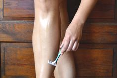 Shaving your legs with shaving gel or cream may irritate sensitive skin. Baby oil is a good alternative to traditional shaving products, Winter Beauty Tips, Beauty Tips For Face, Best Beauty Tips, Beauty Secrets, Summer Beauty, Beauty Tricks, Beauty Care, Diy Beauty, Beauty Skin