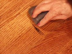How to Touch Up Wood Floors Scratched Wood Floors, Old Wood Floors, Clean Hardwood Floors, Wood Flooring, Flooring Ideas, Cleaning Wood, Household Cleaning Tips, House Cleaning Tips, Cleaning Hacks
