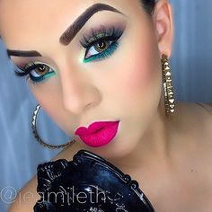 Love the colors and lashes in this look ✨ 💖💚💖 Makeup Inspo, Makeup Inspiration, Beat Face Makeup, Feminine Face, Creative Eye Makeup, Eye Make Up, Red Lips, Pretty Woman, Septum Ring