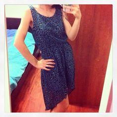 #Instagram  Vestito leopardato blu petrolio con un bellissimo taglio, corto davanti e lungo dietro, adatto sia per il giorno che per una sera. brand: H&M (bimbi)