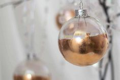 Easy DIY Copper Christmas Ornaments (+ 21 Other Creative Christmas Ideas) Christmas Decorations For The Home, Colorful Christmas Tree, Christmas Centerpieces, Christmas Home, Christmas Tree Ornaments, Christmas Wreaths, White Christmas, Tree Decorations, Xmas