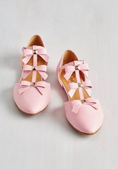 See it to Bow-lieve It Flat in Pink. Every time you catch a glimpse of these pastel pink flats, you just cant believe how adorable they are! #pink #modcloth