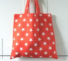 """STARS """"Twinkle, twinkle little star how I wonder what you are…"""" A familiar song we used to sing during our happy childhood becomes a lovely pattern on our Pippibag"""