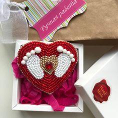 Новенькая брошь ❤️ Из цикла профессии ⚕️Отличный подарок акушеру-гинекологу Под заказ #брошьизбисера #наширукинедляскуки #брошь #слеланослюбовью #брошьназаказ #бисер #brooches #brooch #fashion #madeinukraine #handmade #knitting #sisters_knitters #брошьукраина #брошьхарьков #бисерукраина #wow_biser