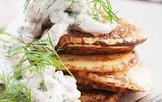 Perunalettuja ja katkarapuja, Potato pancakes with shrimp – Ruoka. Side Recipes, Fall Recipes, Potato Pancakes, I Want To Eat, I Love Food, Salmon Burgers, Camembert Cheese, Shrimp, Potatoes