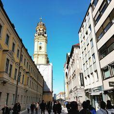 Exotic corner  #munich#germany#deutschland#europe#bluesky#beautiful#architecture#travel#travelgram#instatravel#travelphotography#eurotrip#view#travelgram#travelstory#marientplatz