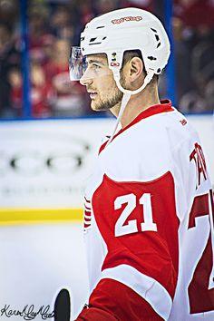 Tomas Tatar Hot Hockey Players, Ice Hockey Teams, Nhl Players, Detroit Sports, Detroit Tigers, Army Hockey, Red Wings Hockey, Hockey Season, Detroit Pistons