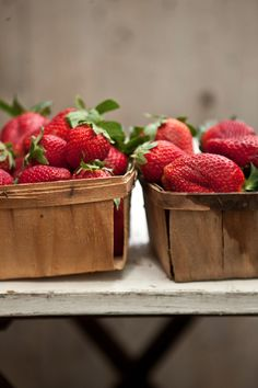 -BLEN: Strawberry Jelly-  strawberries Strawberry Jelly, Strawberries, Food Photography, Fruit, Recipes, Strawberry Jam, Strawberry Fruit, Ripped Recipes
