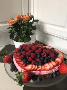 Mehlspeisen/Torten | Mehlspeiskultur Raspberry, Fruit, Food, Almonds, Raspberries, Food And Drinks, Food Food, Bakken, Yogurt Pie