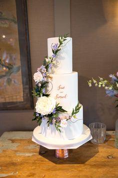 Gorgeous Wedding Cake Fresh Flowers Combo You Will Love – Bridezilla Flowers Sparkly Wedding Cakes, Wedding Cake Fresh Flowers, Pretty Wedding Cakes, Luxury Wedding Cake, Floral Wedding Cakes, Elegant Wedding Cakes, Floral Cake, Wedding Cake Designs, Cake Wedding
