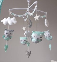 The mobile owl that sleeps. Gray mint and silver. Owl Mobile, Baby Crib Mobile, Pictures On String, Hanging Pictures, Felt Crafts Diy, Baby Crafts, Owl Nursery, Hanging Mobile, Baby Room Decor
