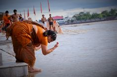 Cérémonie des puja au bord du Gange à Rishikesh.