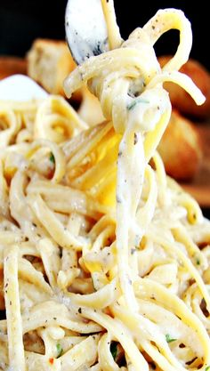 Skinny Garlic Parmesan Mozzarella Alfredo
