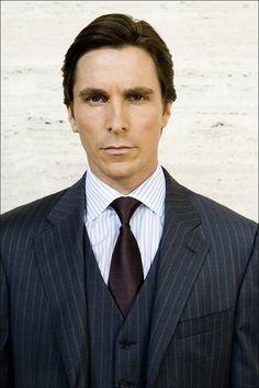 Bruce Wayne (Christian Bale) looking DAMN hot! Guh!