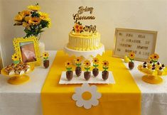 The Sunflower decoration caters to various types of party, older people, 15 years and even tea revelation, this is a much sought after topic. Sunflower Birthday Parties, Sunflower Party, Sunflower Cakes, Sunflower Baby Showers, Birthday Party Tables, Birthday Backdrop, Diy Birthday Decorations, 1st Birthday Parties, Cake Templates
