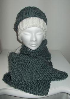 completo in lana, maglia a coste e punto riso semplice.