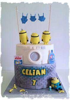Gâteau Minions  (d'après l'affiche du film) Minions cake